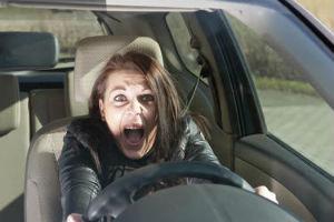 Според британско проучване, веднъж изкарали книжка, жените са по-безопасни водачи на МПС, но докато се учат да шофират, допускат повече грешки от мъжете
