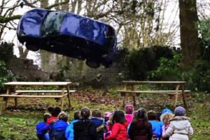 Брутална реклама за безопасно шофиране